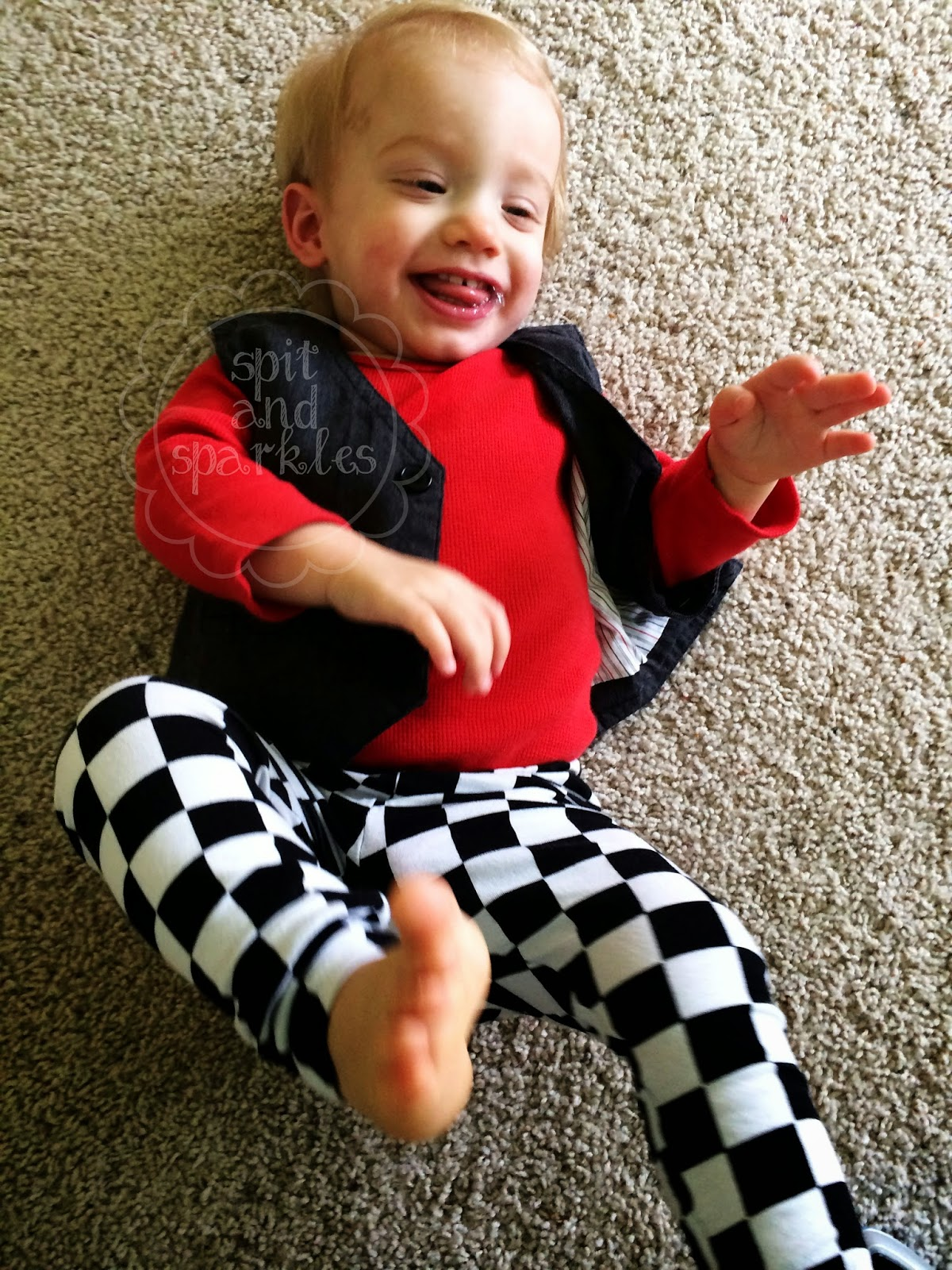 Enter to #win a pair of trendy baby leggings from Sweet Lucy Jack + lots more in Spit and Sparkles' blogiversary giveaway! #trendybaby #fashionforbabies #giveaway #blogiversary (Ends 3/30)