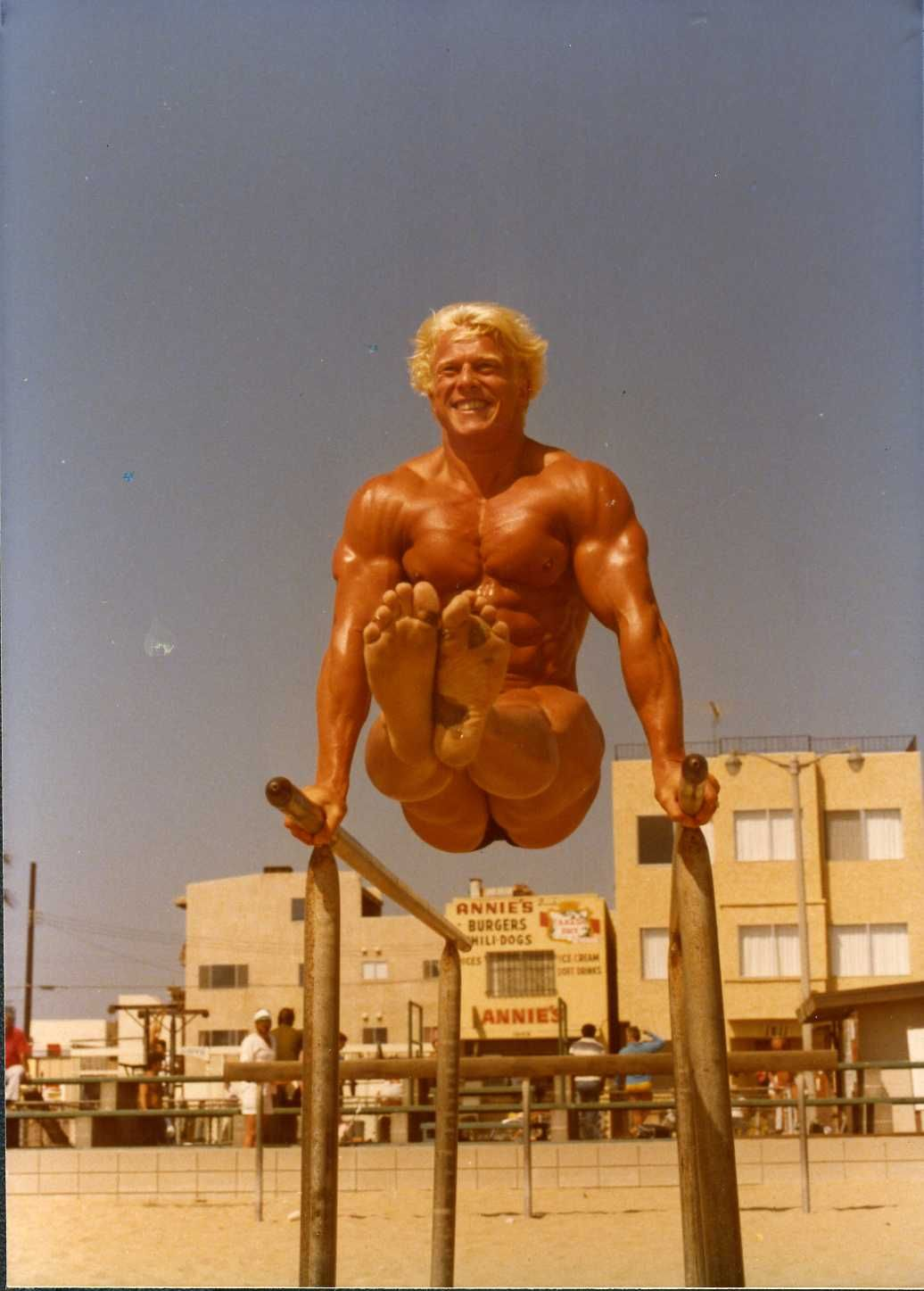 Body builder nude mp4 picture 4