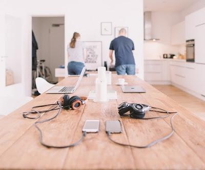 Portátil, móviles y auriculares