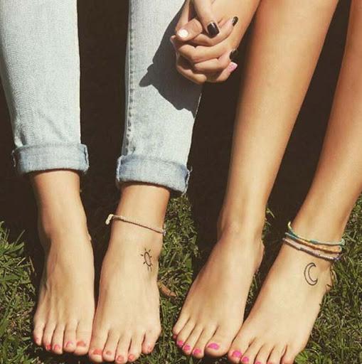 Que legal esses pé de tatuagens