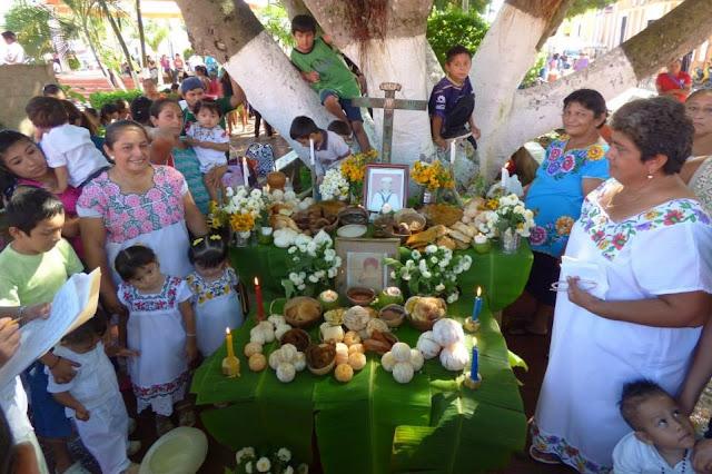 muestra de altares en Cacalchén . hanal pixán