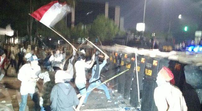 Kronologi Kericuhan Demonstrasi Anti Ahok di Depan Istana