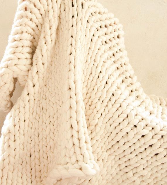 couette en tricot avec de grosses mailles
