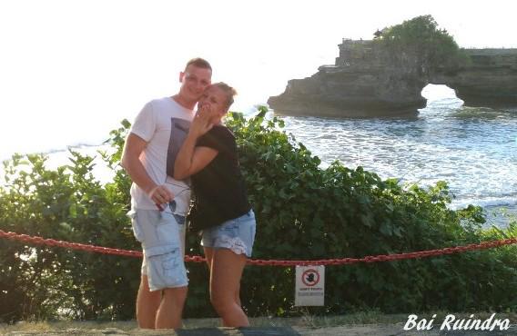 Bule tampan melamar kekasihnya di Bali
