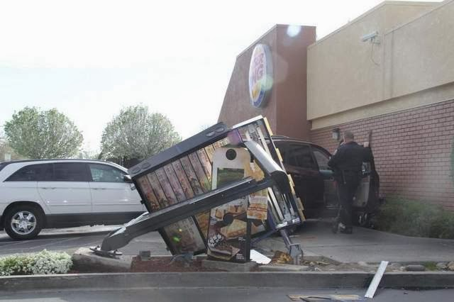 Visalia+SUV+car+accident+crash+Burger+King+March+2014