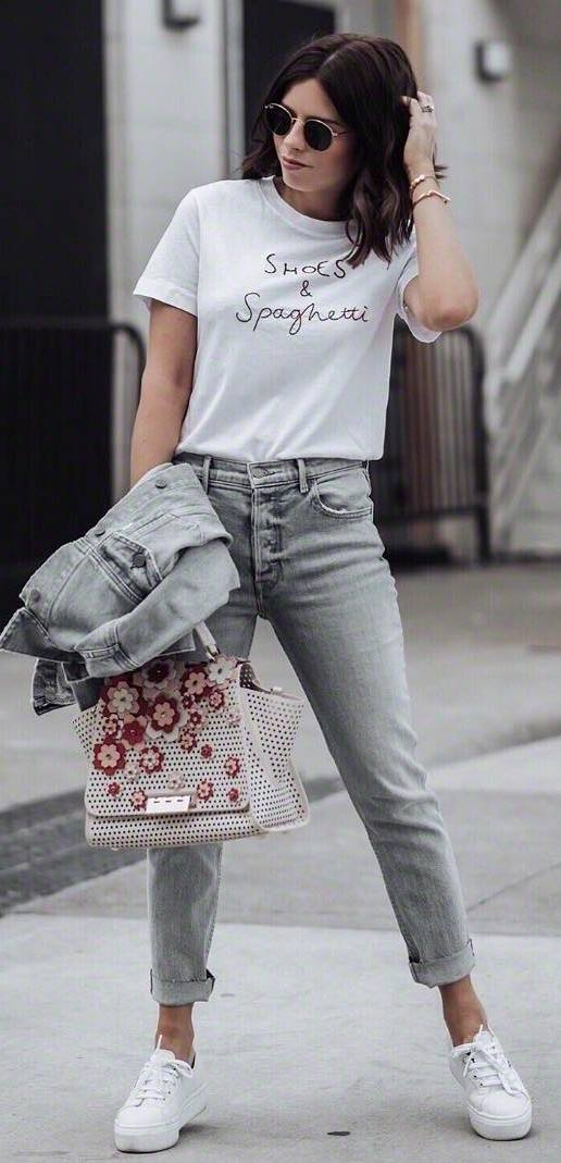 comfy outfit idea / sneakers + t-shirt + jeans + denim jacket + floral bag