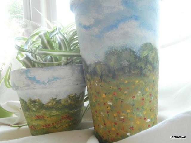 doniczki pomalowane farbami olejnymi