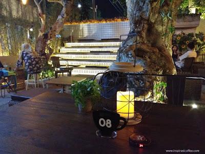 warung kopi berkonsep Jepang