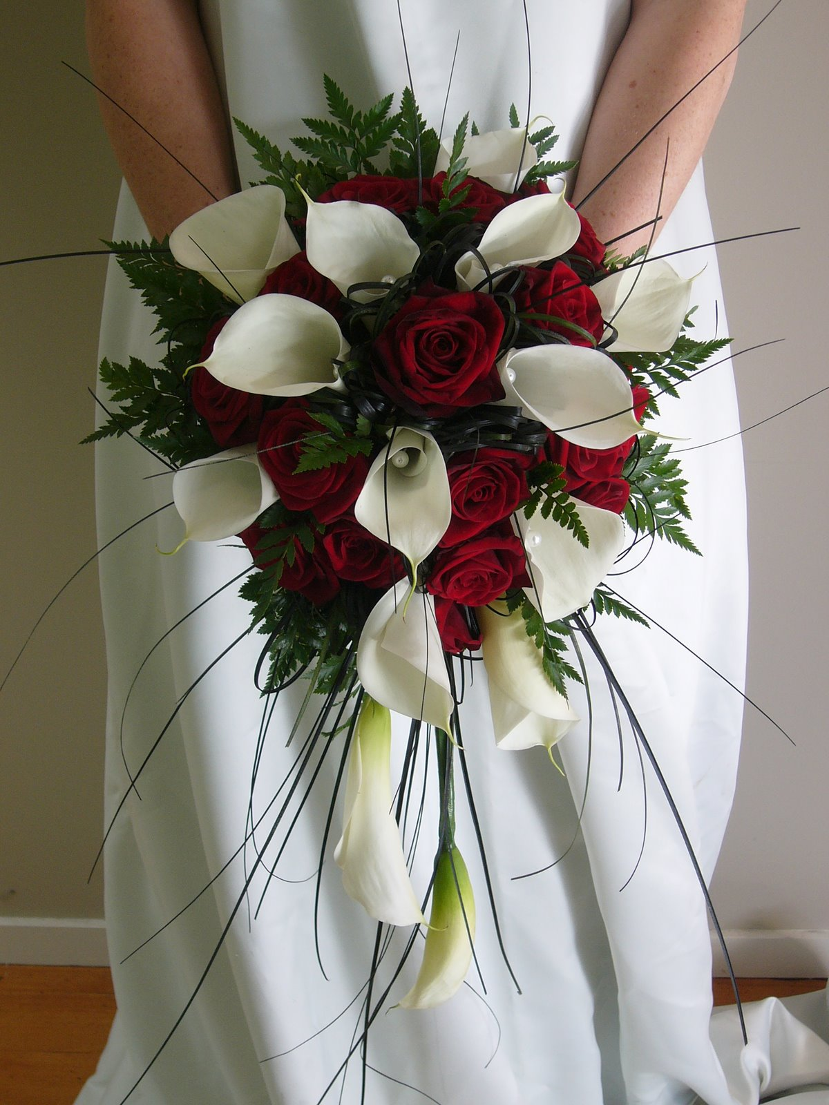 A Wedding Addict: Red And White Bridal Bouquet