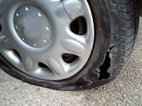 4 Cara Termudah Merusak Ban Mobil Anda dalam Waktu Singkat