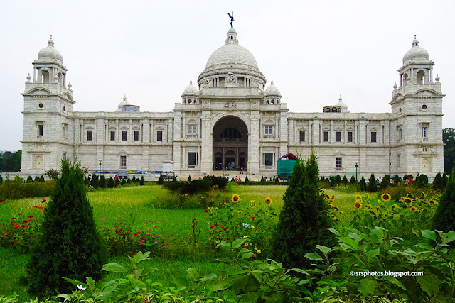 Victoria Memorial Museum along with Beautiful Flower Lawn, Kolkata