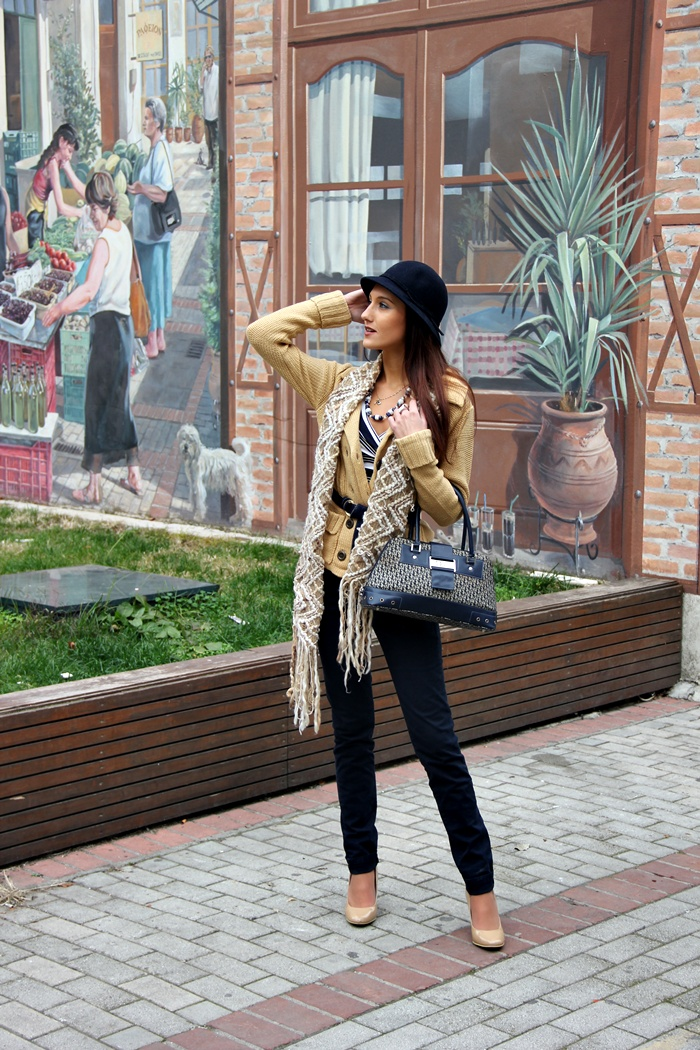 cream beige and navy blue fall outfit ideas, chic and warm fall outfits