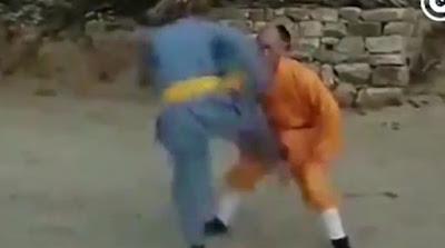 Βουδιστής μοναχός δέχεται κλωτσιές στα γεννητικά όργανα και παραμένει... «ζεν»