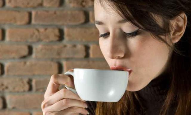 Wanita yang Hobi Minum Kopi Beresiko Alami 5 Kerugian Ini