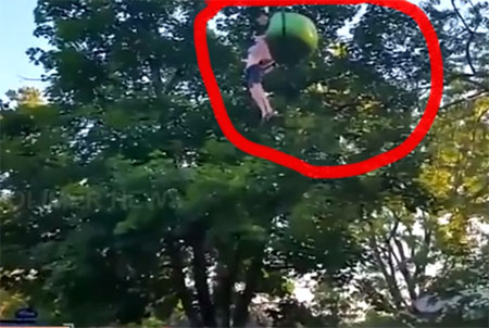 A woman who fell down from the rope car is safe to rescue