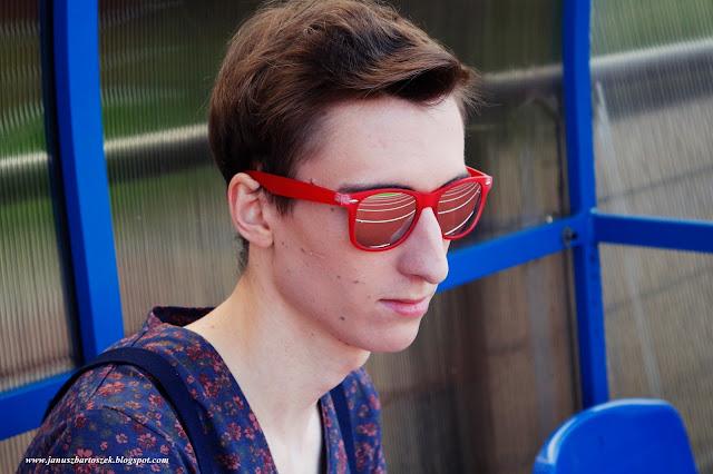 czerwone okulary przeciwsłoneczne