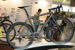 Foto della bici da corsa in titanio Crisp Titanium