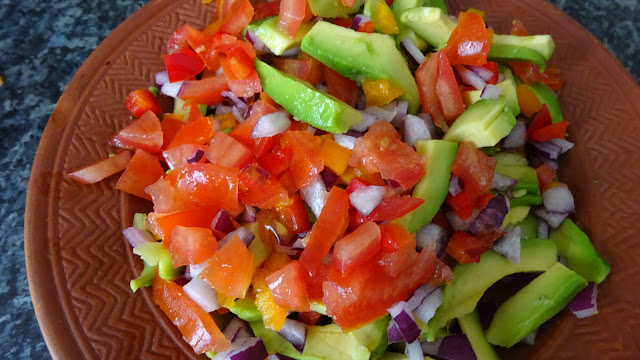 chunky-bell-pepper-guacamole-salad-Mexican-vegan-vegetarian-appetizer-party-