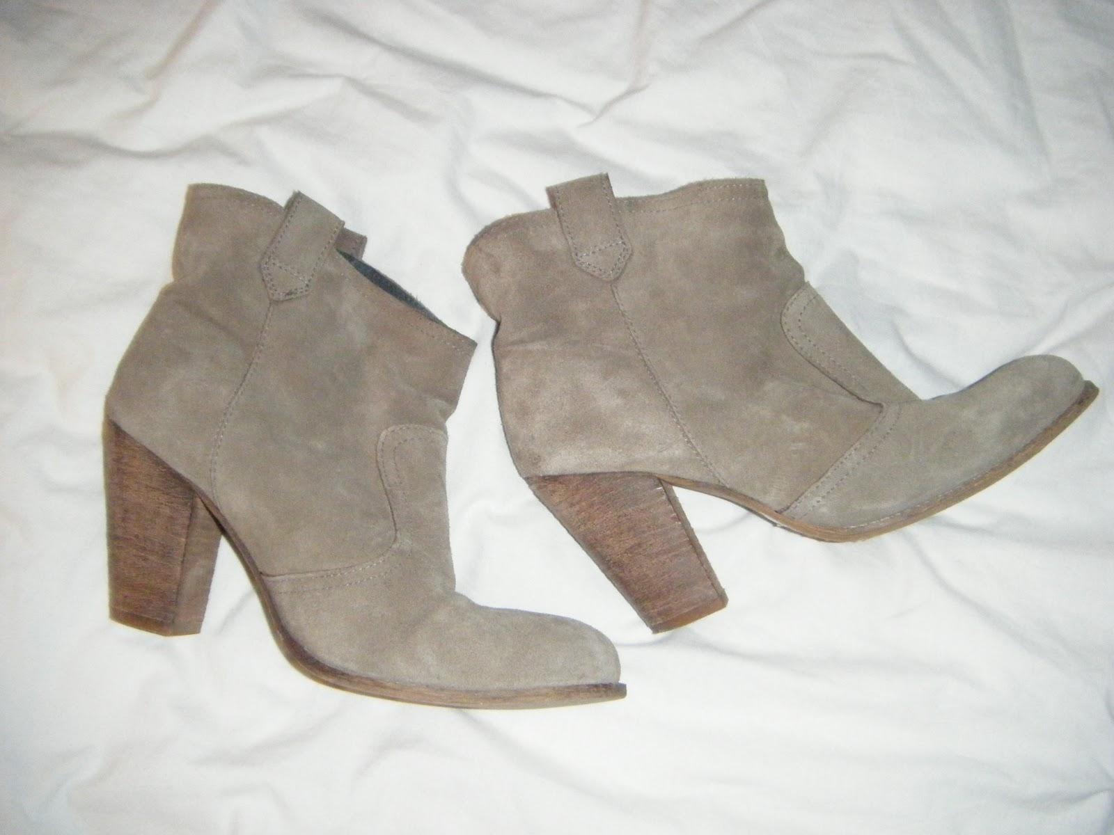19508d2e43d823 La Trendy Braderie de Mina: Boots en daim André 40, 20 euros