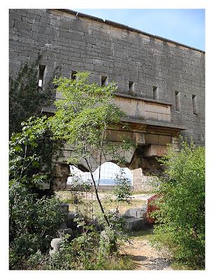 Forte Monte (Mollinary): Der Eingangsbereich von innen betrachtet