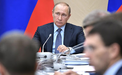 Vladimir Putin at a meeting with Government members.
