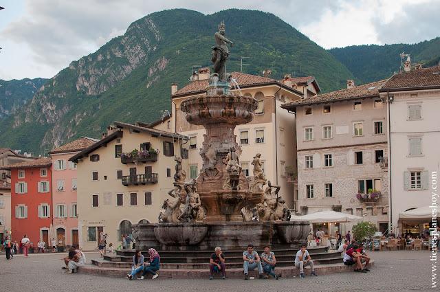 Trento Fuente de Neptuno viaje Italia