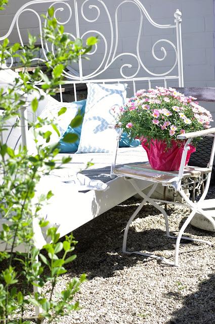 Gartenbett weiß