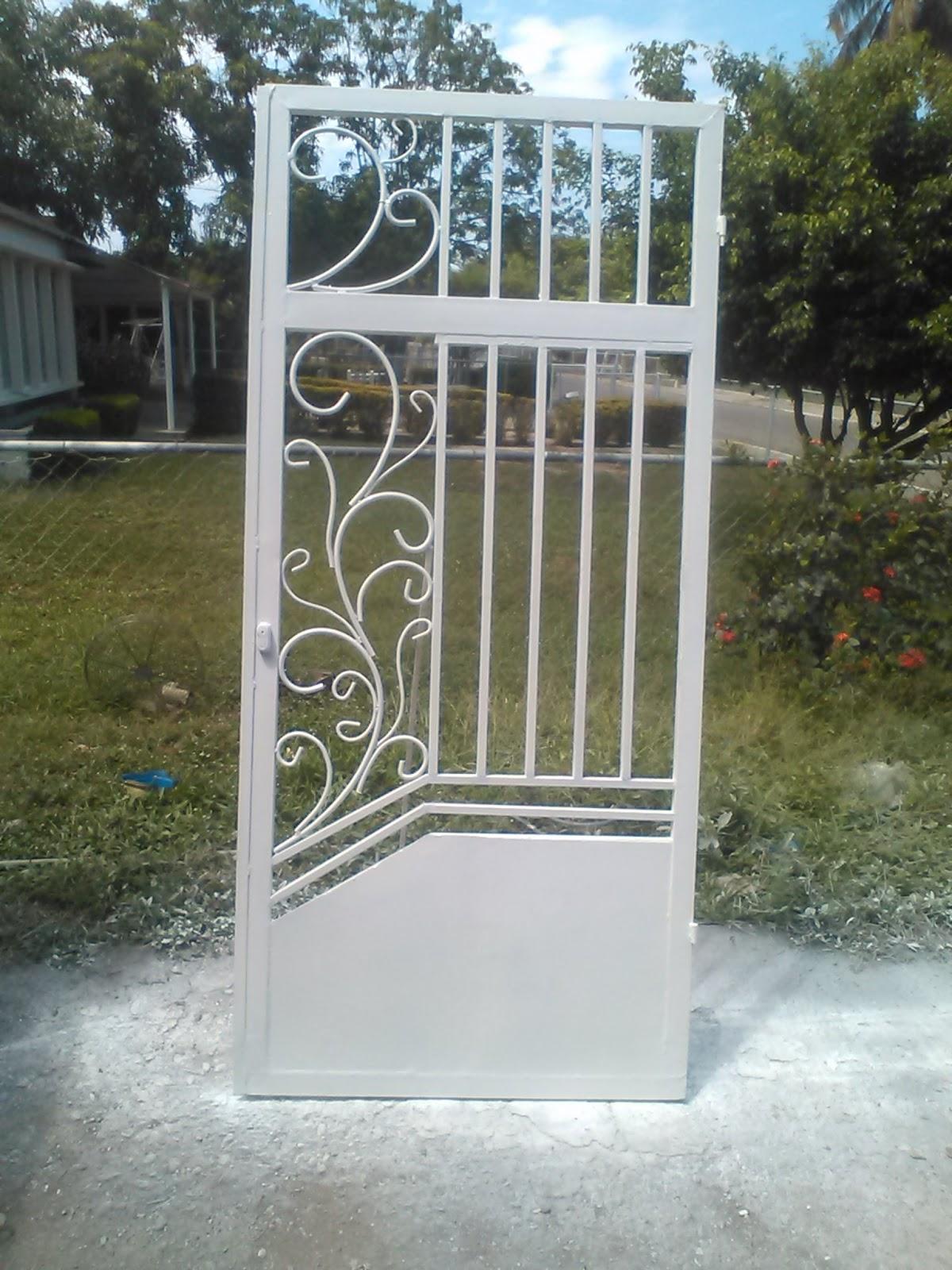 Ideas en hierro forjado protecciones de ventanas y puertas for Puertas y ventanas de hierro antiguas