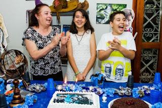 http://www.campograndenews.com.br/lado-b/comportamento-23-08-2011-08/rose-conheceu-os-filhos-em-reportagem-e-adocao-deu-final-feliz-a-historia