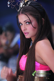 Aishwarya Looks Stunning In Pink Outfit 3
