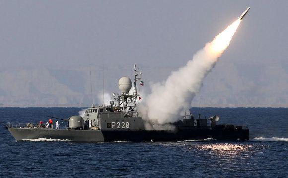 Angkatan Laut Iran menembakkan ruda Mehrab