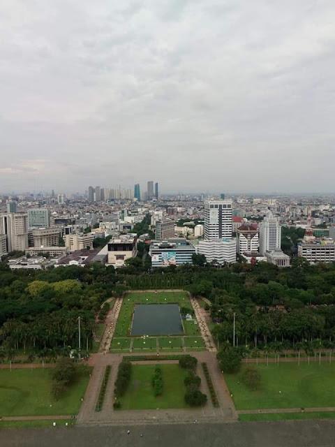 Tidak perlu helikopter atau drone untuk melihat indahnya ibukota