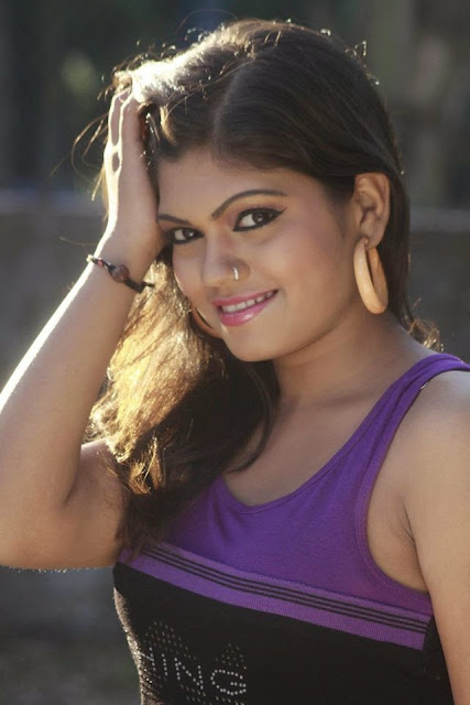 Bhojpuri Singer & Actress Nisha Dubey in T-Shart very hot Pictures