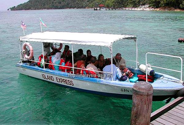 Boat to Manukan Island