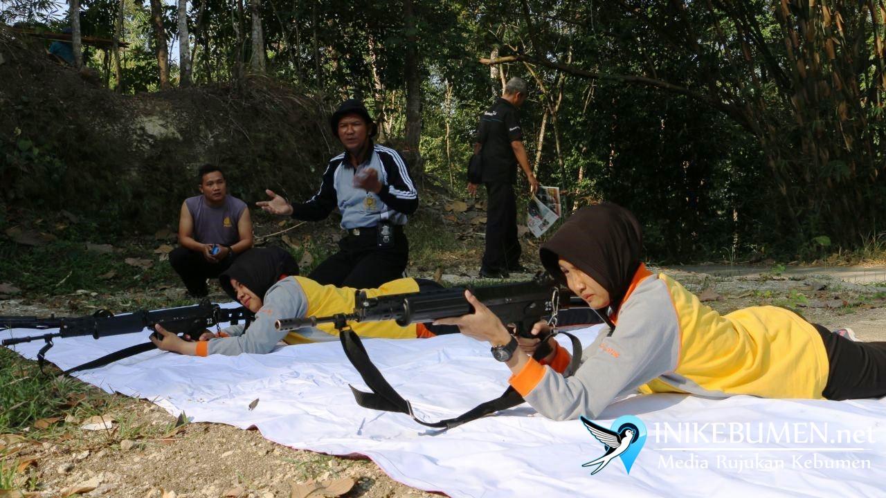 Dua Penembak Cantik ini Disiapkan untuk Kejuaraan Menembak Polda Jateng