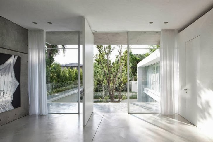Door and glass wall in White Ramat Hasharon House by Pitsou Kedem Architects