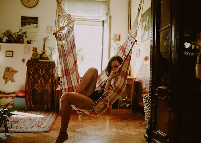 How to date a bohemian woman. Married to a bohemian. Bohemian date ideas. Bohemian gift ideas. Bohemian Valentines Day. Dating an artsy girl. Married to an artist.  Dating a creative type. How to woo a woman.  Dating a bohemian girl.