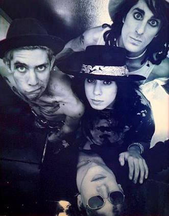 Foto de Jane's Addiction con sombrero