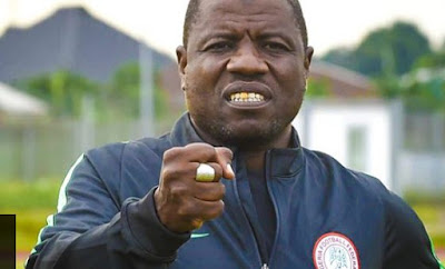 Super Eagles Coach Caught On Camera Taking Bribe