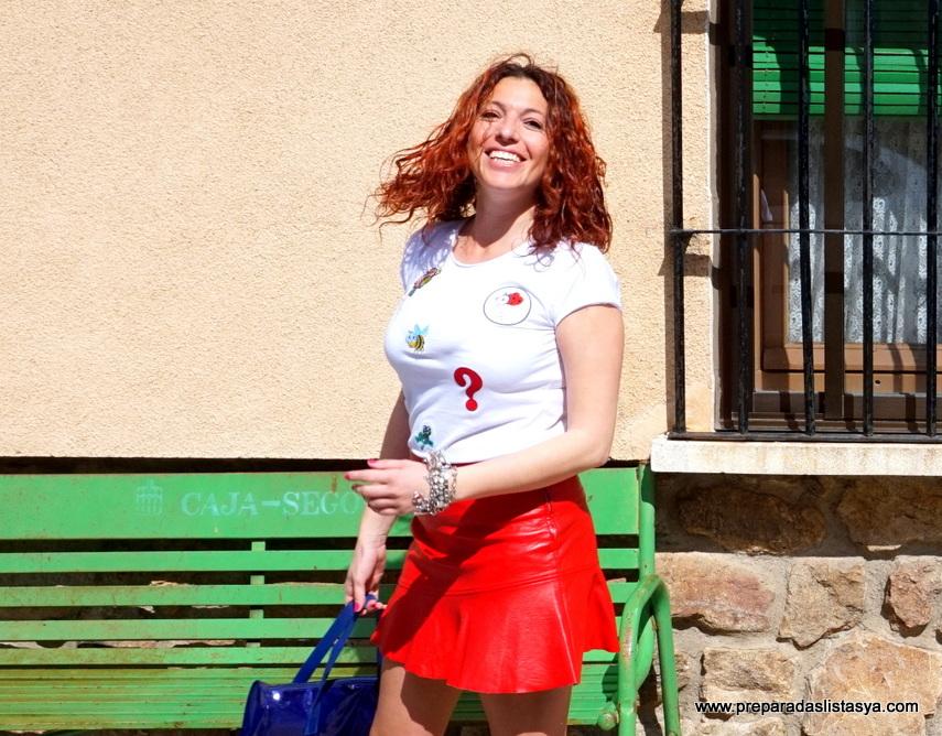 Minifalda roja volante
