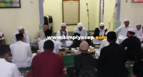 BUKBER:   Imam Syech Anas Jaber saat dijamu buka puasa Ramadhan malam ke 4 tanggal 19 Mei 2018 kemarin. Foto Aseo Haryono