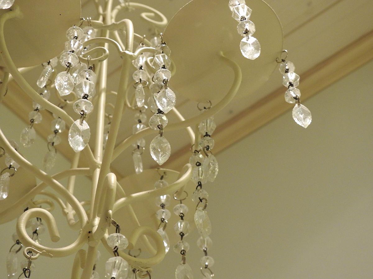 valkoinen kristallikruunu
