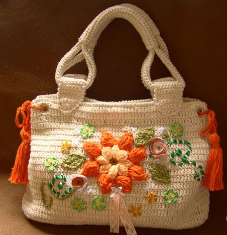 Crochet bag with flower details in orange perfect yarn pattern