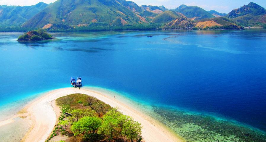 objek wisata taman nasional komodo pulau indah tujuh keajaiban dunia