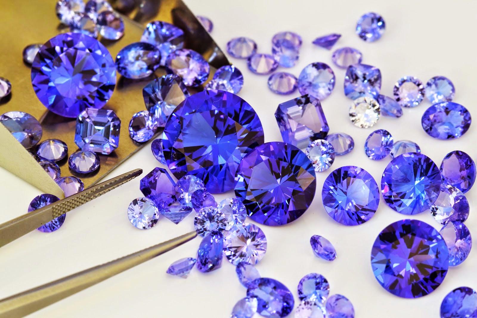 ce2dc7b530da Mil veces más rara que los diamantes y con un poco más de una década de  vida en las minas. La Tanzanita es la joya de la moda del milenio.