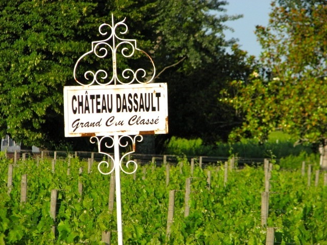 chateau dassault sign