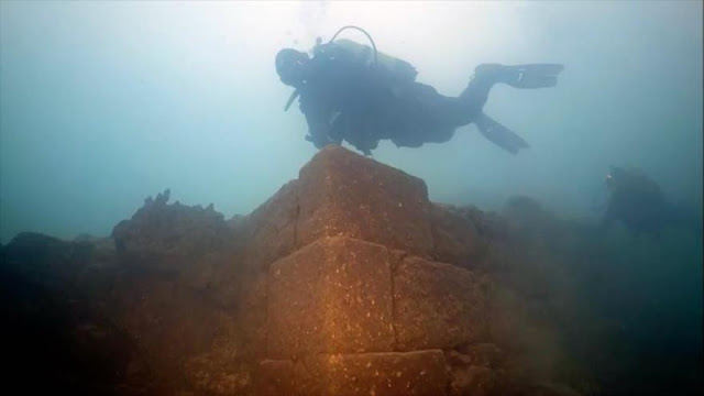 Hallan un castillo de hace 3000 años en el fondo de un lago turco