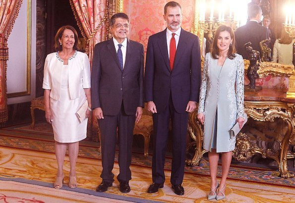 Queen Letizia wore Felipe Varela lace wool dress, Magrit suede shoes and carried Mafrit suede clutch bag. Sergio Ramirez Mercado won literature award.