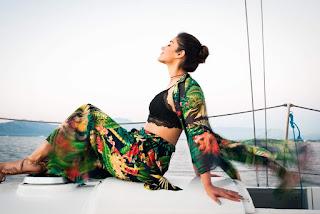Ileana in Bra less Blazer wow sexy boobs visible promoting Baadshao with Ajay Devgan