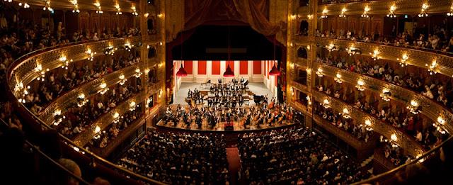 Teatro Colón em Buenos Aires no mês de julho